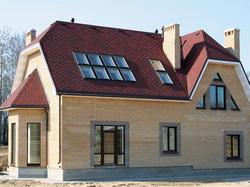 Частный дом с четырехскатной крышей