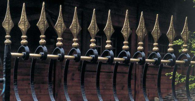 Приме кованых пик для ворот и калиток