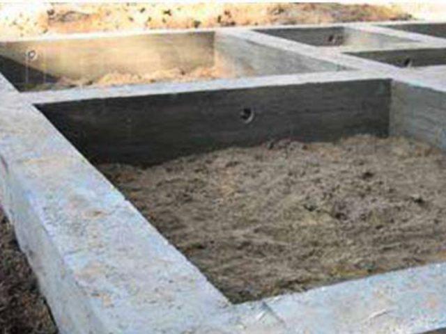 Пример как выглядит готовый ленточный бетонный фундамент