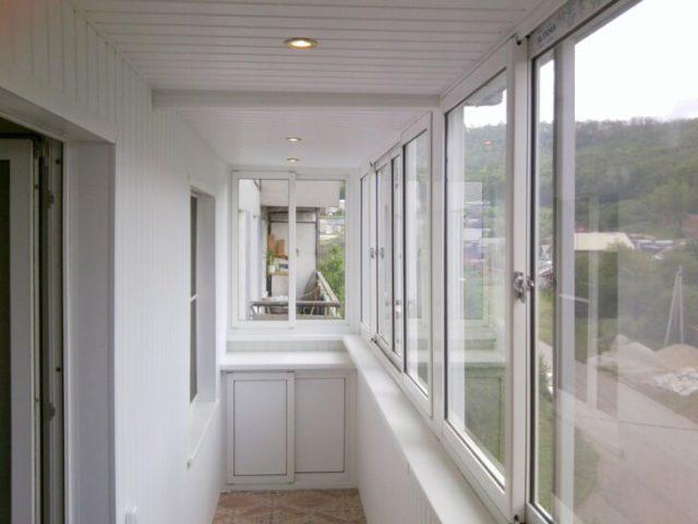 Пластиковые панели — доступный материал для отделки балкона своими руками