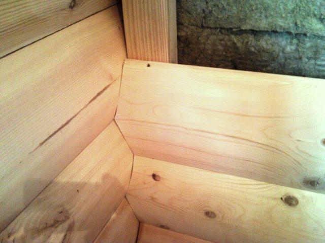 Блок-хаус — очень прочный и легкий материал для отделки балкона изнутри