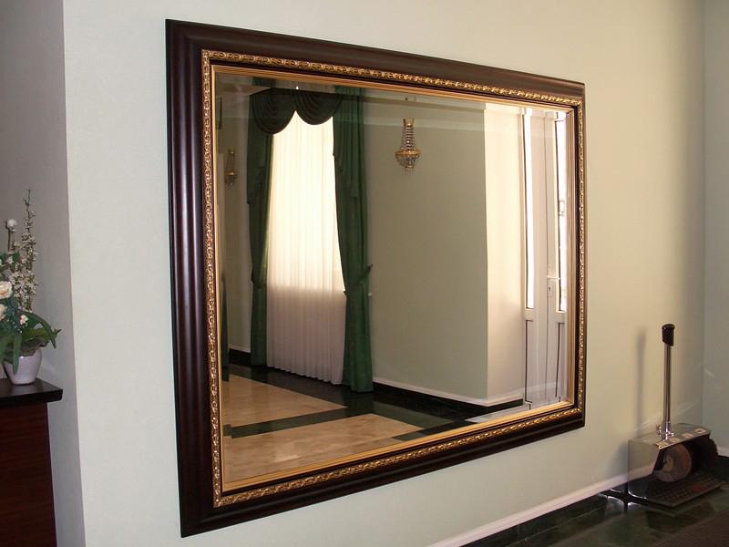 Отделка зеркала багетом