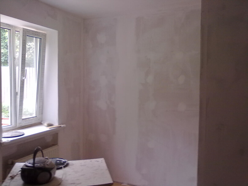 Штукатурим и выравниваем стены в доме