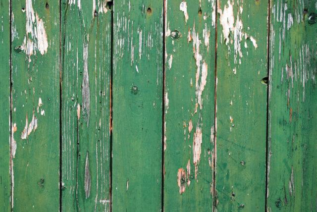 Покрытие профнастила подверженно к появления царапин, вмятин и облупливанию краски