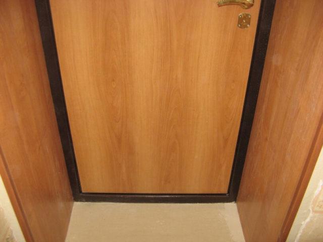 Отделка откосов входной двери