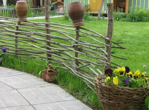 Декоративный заборчик на даче фото