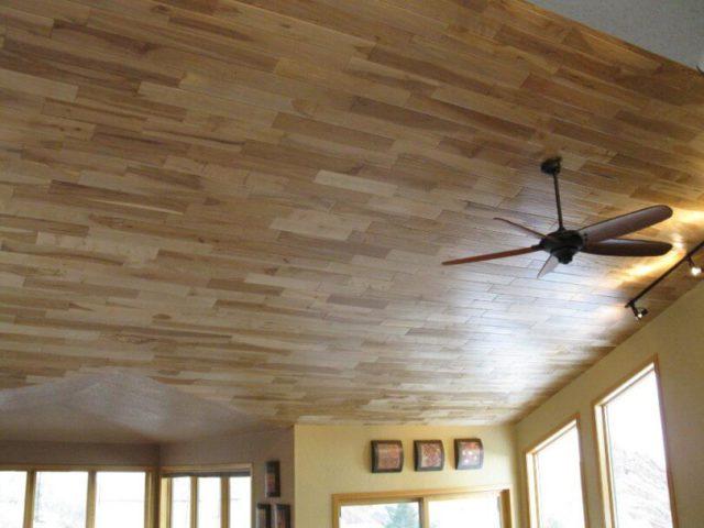 Ламинат на потолке