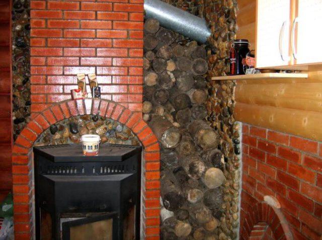 Дымоход камина покрыт жаростойким лаком