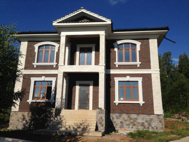 Архитектурные элементы отделки фасада дома