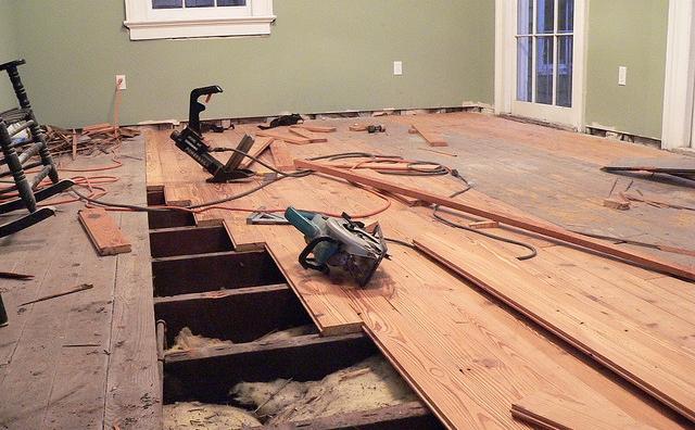 Замена части деревянного настила на фото