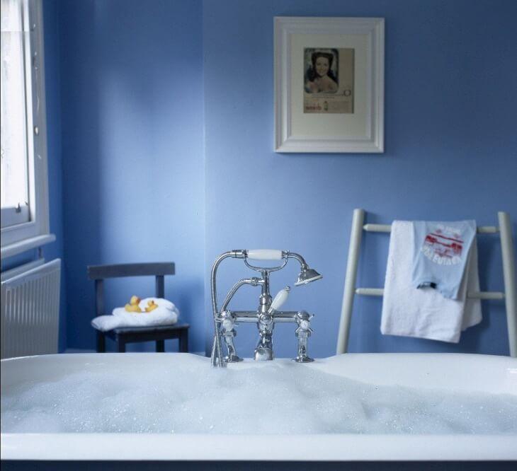 Красим стены в ванной вместо плитки