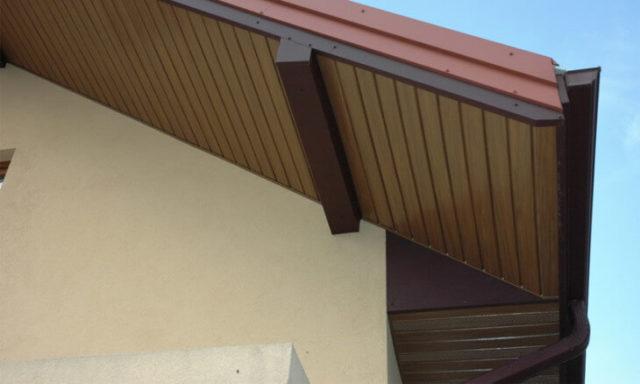 Варианты подшивки свесов крыши вагонкой