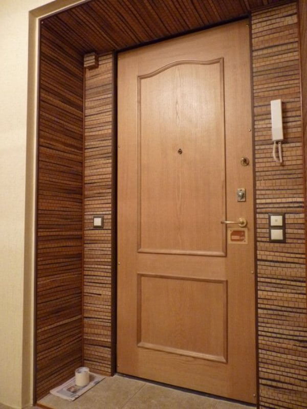 отделка двери входные внутри