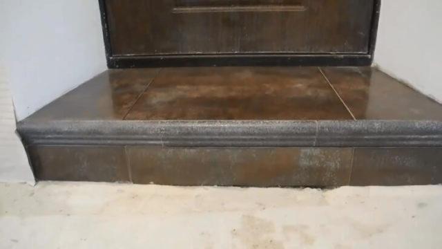 Как сделать порог входной двери в квартире?