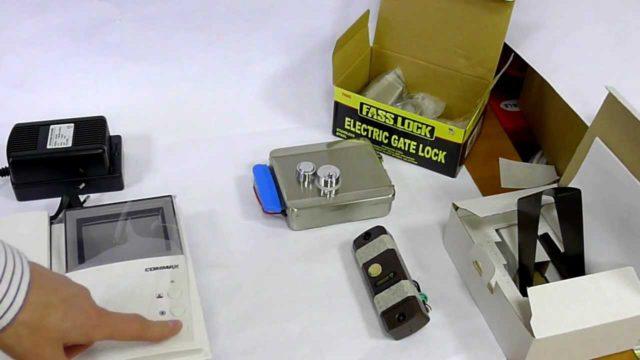 Комплектация электромеханического замка с видеодомофоном