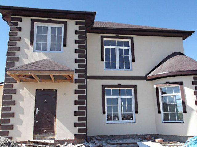 Обрамление окон частного дома