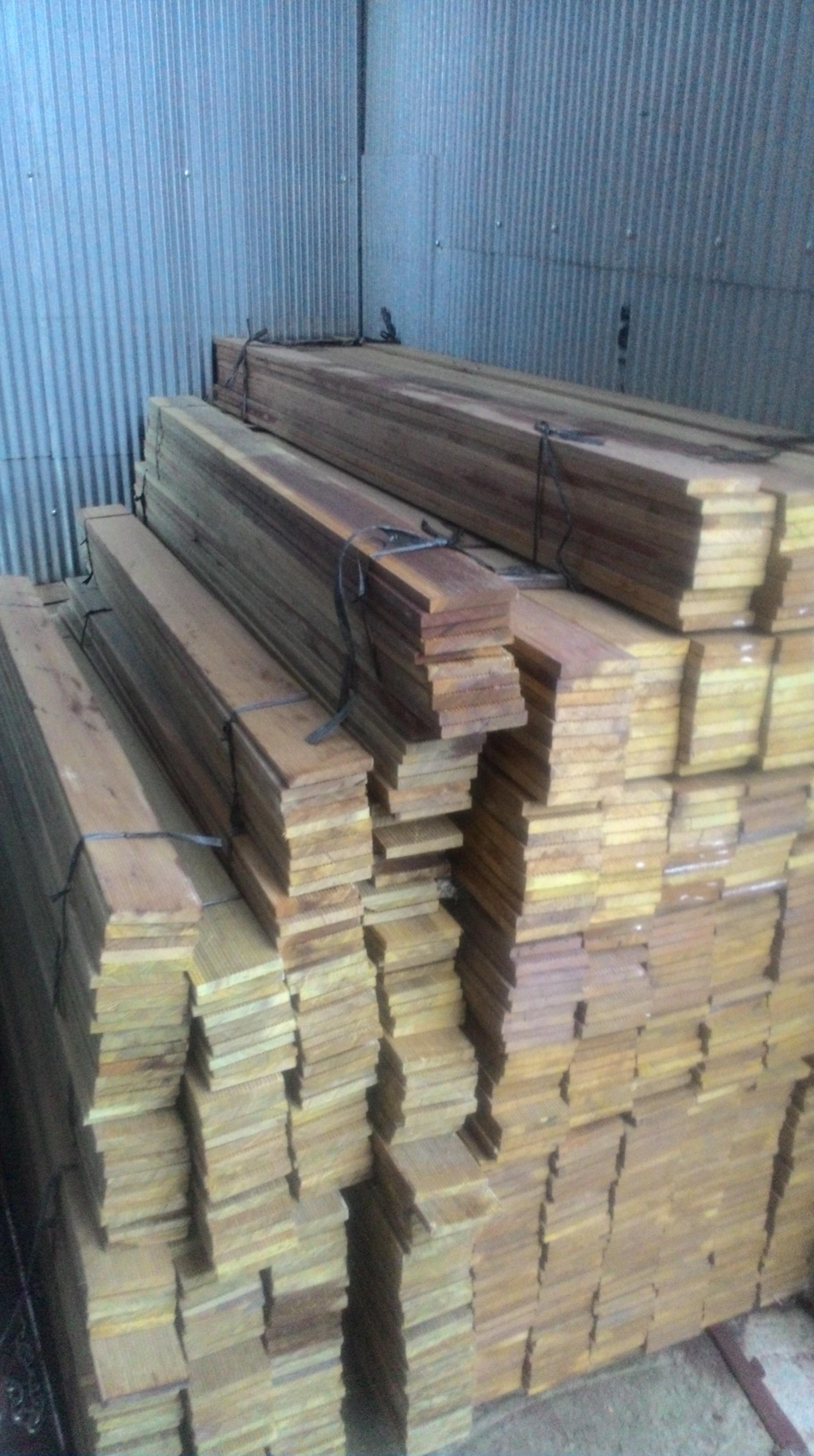Столбы с креплениями для деревянного бруса