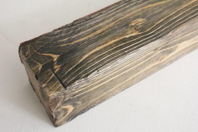 Состаренная деревянная балка