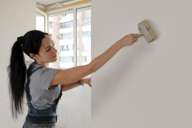 Отделка стены в квартире антигрибковым покрытием