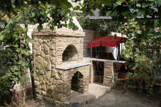 Использование шамотной глины для устройства барбекю во дворе