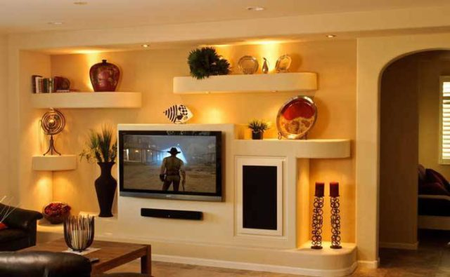Легкий ЖК-телевизор можно монтировать и без усиления стены