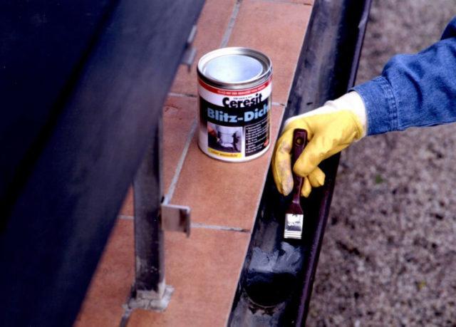 Нанесение краски на металлическую поверхность щеткой