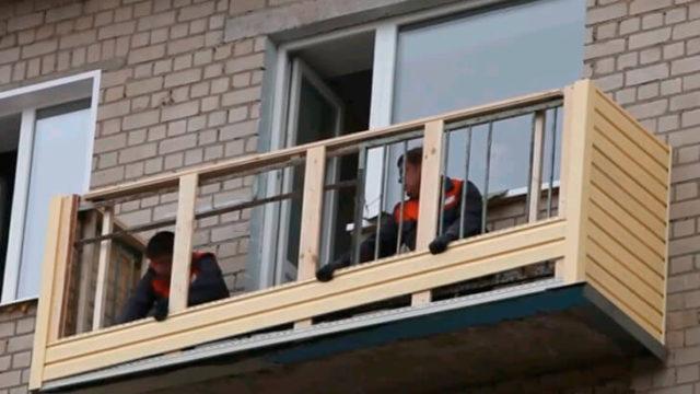 Отделка балкона сайдингом