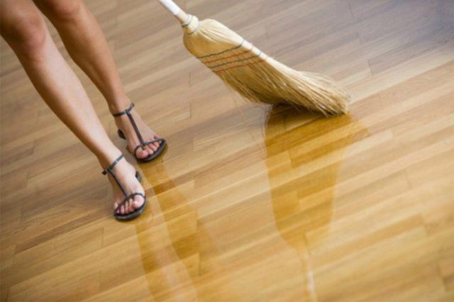 Алкидный лак следует использовать в помещениях с низкой проходимостью, т.к. материал не очень износоустойчив