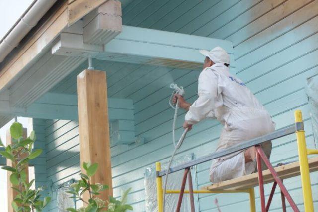 Покраска деревянного дома снаружи самостоятельно