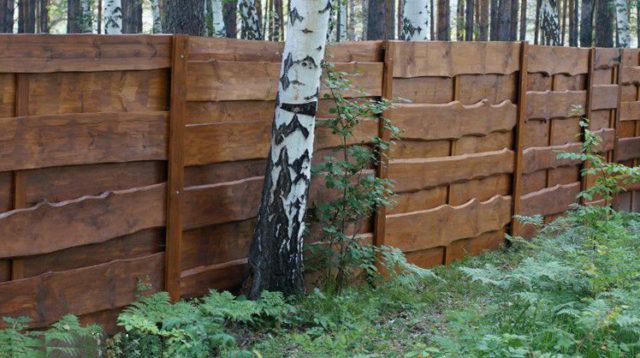 Горизонтальная древесина самая популярная для обшивки забора