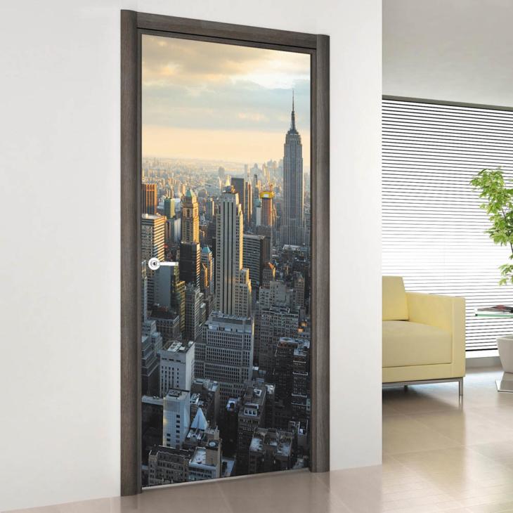 Впечатляющий штрих в интерьере комнаты с помощью фотообоев для двери