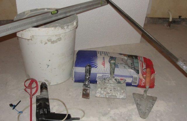 Некоторые инструменты, необходимые для заливки стяжки пола