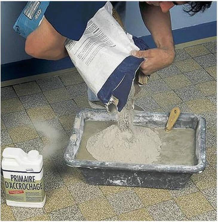 Выравнивание стен производится с помощью штукатурного раствора