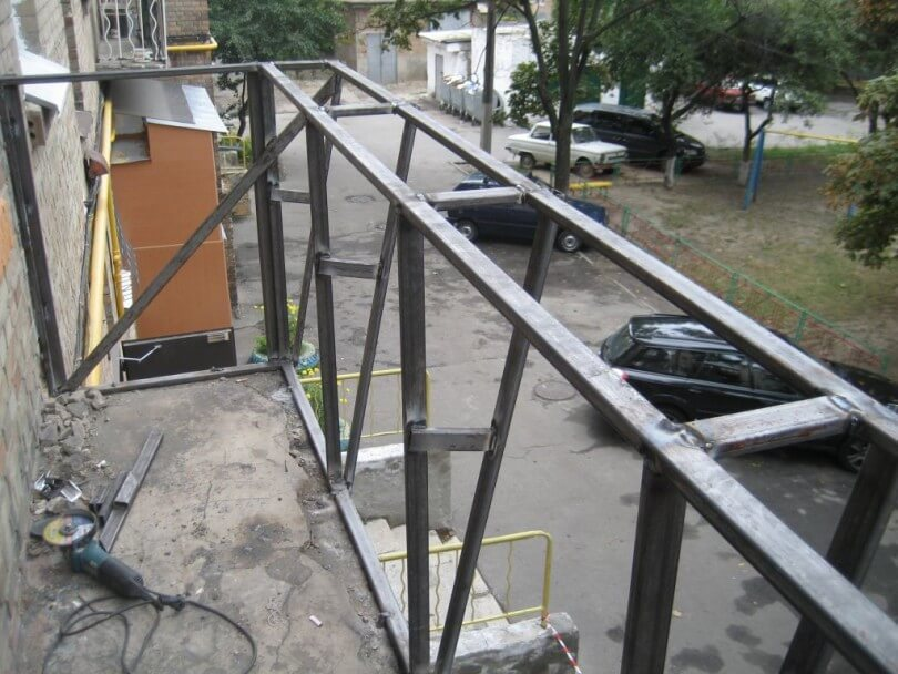 Каркас для обшивки балкона.