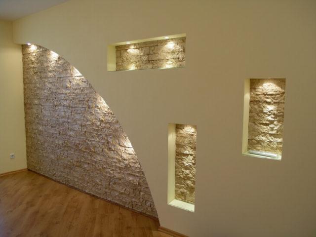 Ровные стены и потолки хорошо смотрятся при любом стиле интерьера