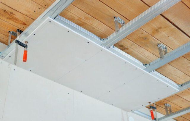 Монтаж металлопрофиля на потолок