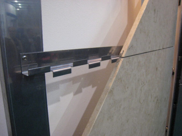 Скрытое крепление керамогранита на стену