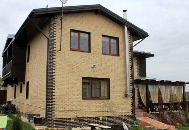 Отделка фасада частного дома клинкерными панелями