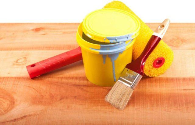 Краску можно нанести валиком или кистью