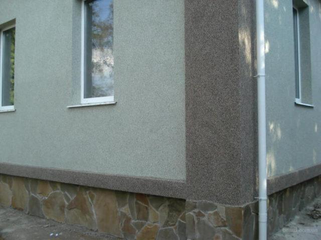 Облицовка стен дома мраморной крошкой