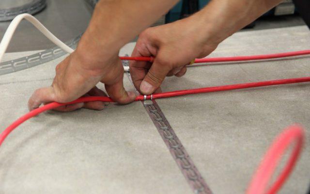 Монтаж нагревательного кабеля для теплого пола должен выполняться в строгом соответствии с инструкцией изготовителя