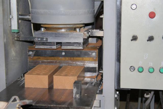 Производство кирпича методом прессования