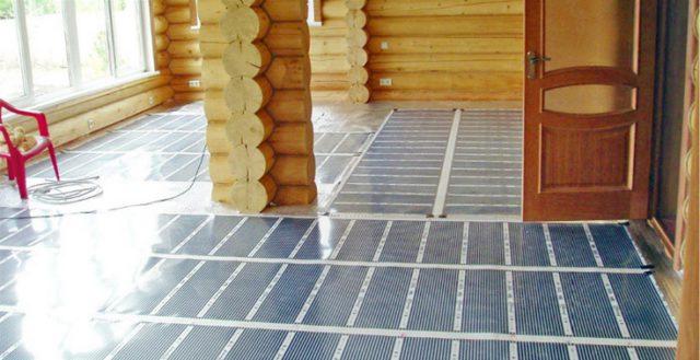 ИК-пленка, застеленная на деревянное основание. Поверхность готова к монтажу ламината