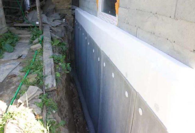 Плоский шифер для защиты теплоизоляционного слоя фундамента