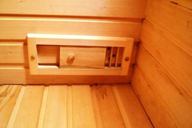 Вентиляционная решетка с задвижкой для сауны или бани
