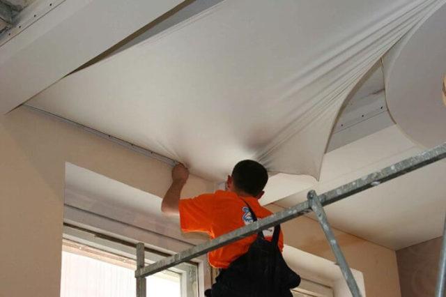 как монтируются натяжные потолки