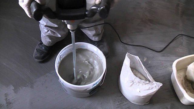 Раствор готовится строго в соответствии с инструкцией на упаковке смеси