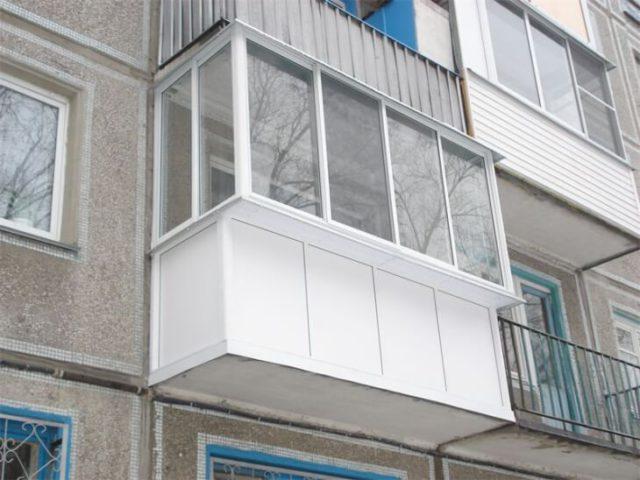 Стандартный балкон панельного дома
