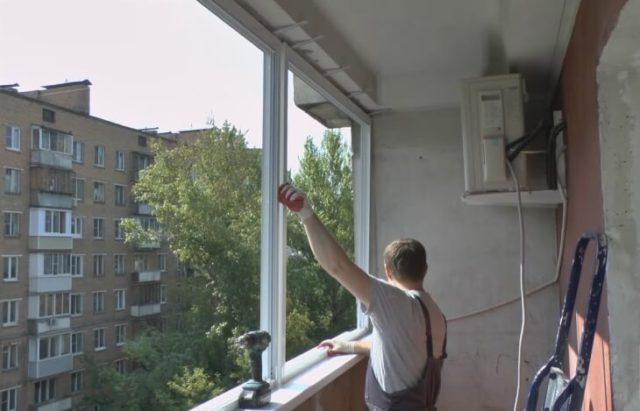 Монтаж металлопластиковых окон на балконе