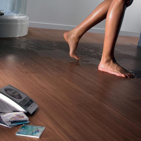 Влагостойкость винилового ламината является одним из самых важных достоинств покрытия